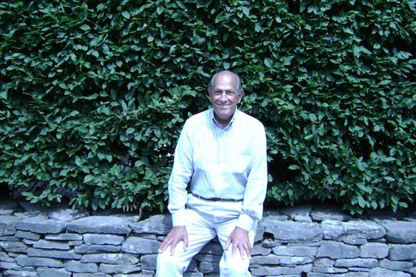 Oscar de la Renta sitting in his beloved garden