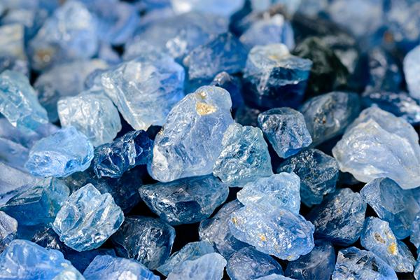 raw blue sapphire gemstones